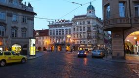 布拉格- 6月6 :夜交通在布拉格时间间隔的中心 股票视频