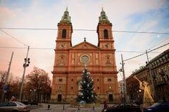 布拉格- 12月07 :有黑色和金子的橙色教会计时a 库存照片