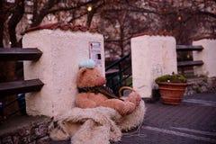 布拉格- 12月07 :被放弃的女用连杉衬裤涉及街道, 2016 i 免版税库存照片