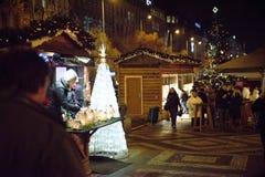 布拉格- 12月07 :装饰街市的圣诞树 免版税库存照片