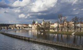 布拉格-河和天空 库存照片