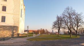 布拉索夫在日出,斯洛伐克期间的城堡庭院 免版税库存图片