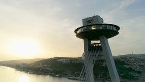 布拉索夫斯洛伐克令人惊讶的鸟瞰图在与尼斯太阳透镜火光的夏天 股票视频
