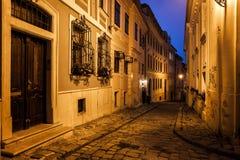 布拉索夫老镇在晚上 库存图片