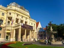 布拉索夫,斯洛伐克:国家戏院在Hviezdoslav广场在老镇 免版税库存照片