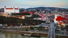 布拉索夫,日落的斯洛伐克鸟瞰图  著名的城堡 股票视频
