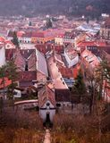 布拉索夫,特兰西瓦尼亚,罗马尼亚- Novemrer 19日2016年:老镇的中心广场 布拉索夫 transylvania 看法从 免版税库存照片