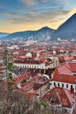 布拉索夫,特兰西瓦尼亚,罗马尼亚- Novemrer 19日2016年:老镇的中心广场 布拉索夫 transylvania 看法从 库存图片
