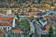 布拉索夫,特兰西瓦尼亚,罗马尼亚- Novemrer 19日2016年:老镇的中心广场 布拉索夫 transylvania 看法从 库存照片