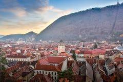 布拉索夫,特兰西瓦尼亚,罗马尼亚- Novemrer 19日2016年:老镇的中心广场 布拉索夫 transylvania 看法从 免版税图库摄影