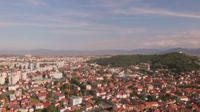 布拉索夫, tovn鸟瞰图在特兰西瓦尼亚,罗马尼亚 股票视频