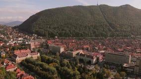 布拉索夫, tovn鸟瞰图在特兰西瓦尼亚,罗马尼亚 影视素材