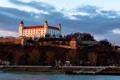 布拉索夫:布拉索夫在老镇上的城堡身分鸟瞰图日落的 免版税库存图片