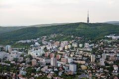 布拉索夫街道从上面有Kamzik电视塔的在背景中,斯洛伐克 库存图片