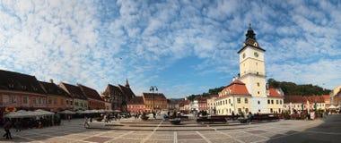布拉索夫集中城市全景和委员会正方形, Ro 免版税库存图片