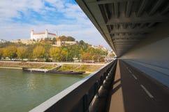 布拉索夫,斯洛伐克, 2016年10月- 27日:从SNP桥梁的城堡 免版税图库摄影