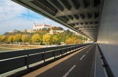 布拉索夫,斯洛伐克, 2016年10月- 27日:从SNP桥梁的城堡 免版税库存图片