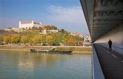 布拉索夫,斯洛伐克, 2016年10月- 27日:从SNP桥梁的城堡 库存图片