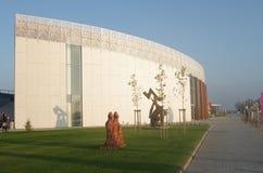 布拉索夫,斯洛伐克- 11月15 :新的艺术Danubiana博物馆外部在城市布拉索夫 免版税库存照片
