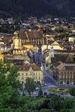布拉索夫,特兰西瓦尼亚,罗马尼亚-秋天, 2014年:城市的看法日出的从老堡垒小山 免版税库存图片