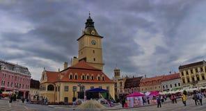 布拉索夫,罗马尼亚- 2014年6月18日:游人参观胸罩老镇  免版税库存照片