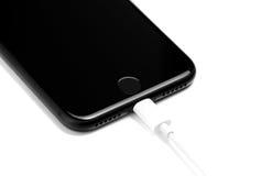 布拉索夫,罗马尼亚- 2016年11月25日:iPhone 7黑表面无光泽的新的App 免版税库存照片