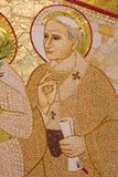 布拉索夫-圣徒教皇保罗二世马赛克细节在圣巴斯弟盎大教堂里 库存照片