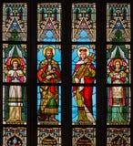 布拉索夫-圣斯蒂芬和st.窗玻璃的海伦在西部st. Matins大教堂门户从19。分的。 图库摄影