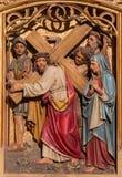布拉索夫-在十字架下的耶稣遇见他的母亲。从哥特式旁边法坛的被雕刻的安心在圣马丁大教堂里。 库存照片