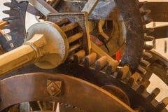 布拉索夫-老钟表机构细节从塔时钟的在圣Martins大教堂在工作 免版税库存照片