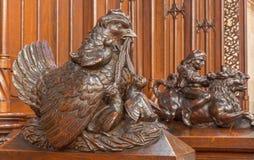 布拉索夫-从长凳的计时的母鸡符号雕塑在长老会的管辖区在st. Matins大教堂里 库存图片