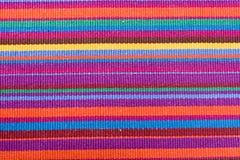 布料五颜六色的镶边表 免版税库存图片