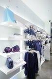 布料商店全新的内部  免版税图库摄影