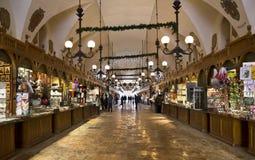 布料大厅克拉科夫市场波兰 免版税库存照片
