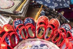 布料手工制造鞋子 免版税图库摄影
