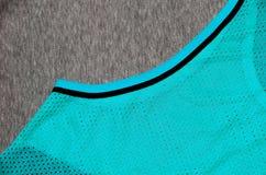 布料纺织品表面顶视图  特写镜头起皱了加热器并且编织了与稀薄的条纹图形的织品纹理 体育衣物 库存图片