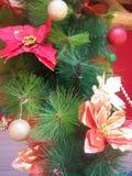 布料花和人为树装饰 免版税图库摄影