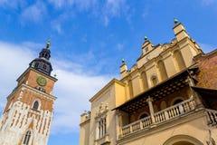 布料霍尔和老城镇厅,克拉科夫,波兰 免版税图库摄影