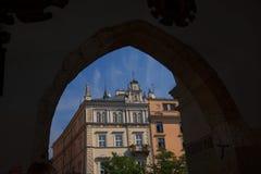 从布料霍尔的看法和市场在集市广场在克拉科夫波兰 库存图片
