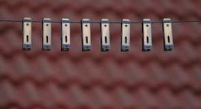布料系列在与屋顶的屋顶上面截去在背景中 库存照片