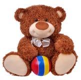 布朗与镶边球的玩具熊 免版税库存照片