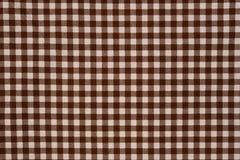 布朗和白色方格花布布料背景 免版税库存图片
