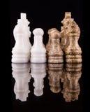 布朗和白色石头做了国际象棋棋局我 库存照片