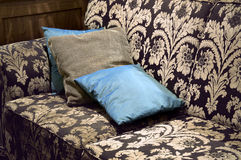 布朗和米黄葡萄酒长椅 库存图片