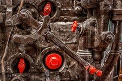 布朗和红色轮子连动 免版税图库摄影