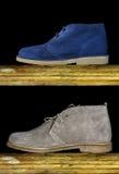 布朗和蓝色绒面革鞋子人 免版税库存照片