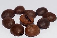 布朗咖啡豆宏指令心脏 图库摄影