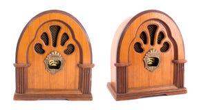 布朗在白色背景的古董收音机 免版税图库摄影
