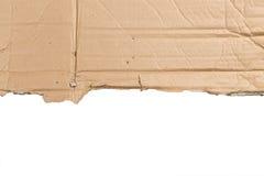 布朗在白色背景的被撕毁的纸板孤立 免版税库存图片