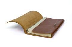 布朗在白色背景隔绝的皮革笔记本 免版税库存图片
